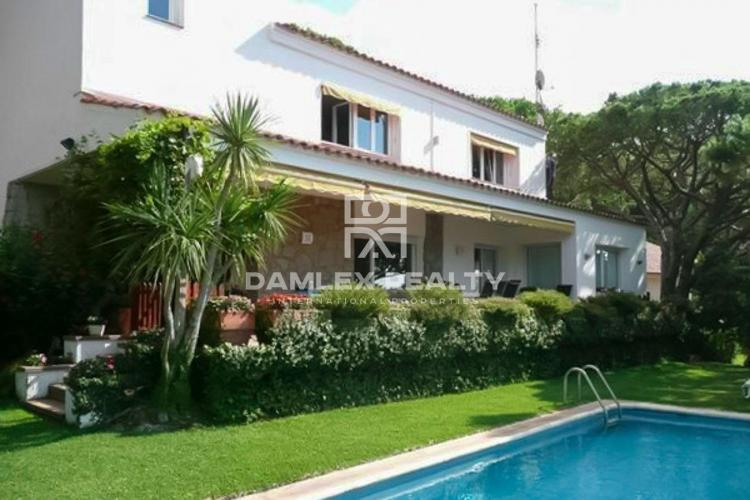 Maison / Villa avec 5 chambres, terrain 1000m2, a vendre á Cabrils, Côte Nord de Barcelone