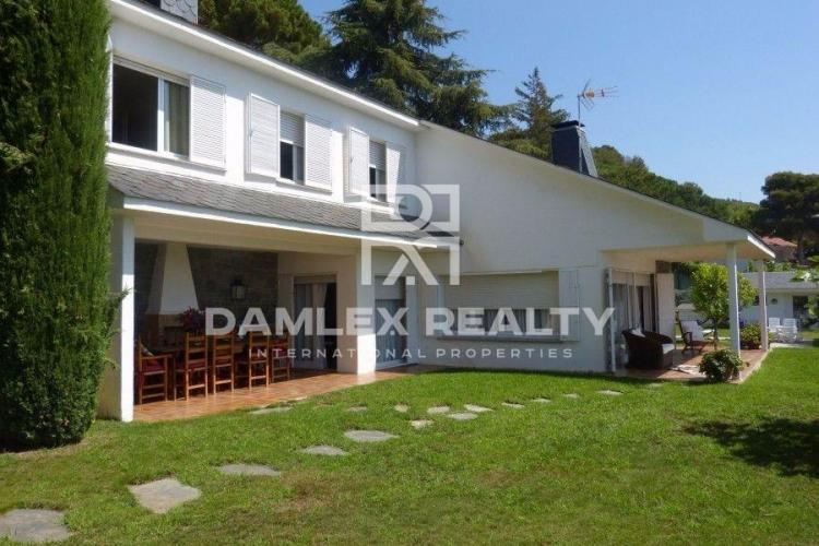 Maison / Villa avec 4 chambres, terrain 2280m2, a vendre á Cabrils, Côte Nord de Barcelone