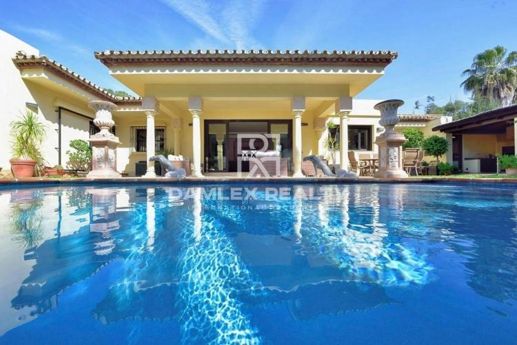 Maison / Villa avec 3 chambres, terrain 949m2, a vendre á Estepona, Costa del Sol