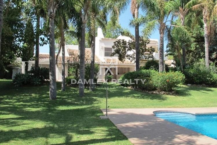 Maison / Villa avec 5 chambres, terrain 1714m2, a vendre á Marbella Est, Costa del Sol