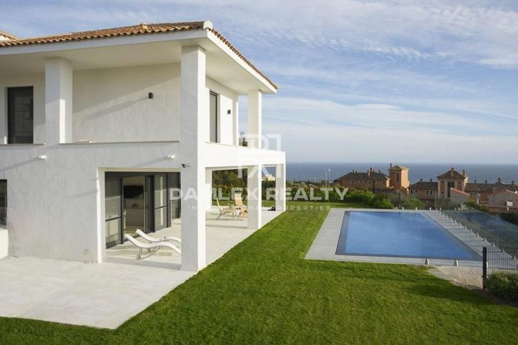 Maison / Villa avec 4 chambres, terrain 1100m2, a vendre á Marbella Est, Costa del Sol