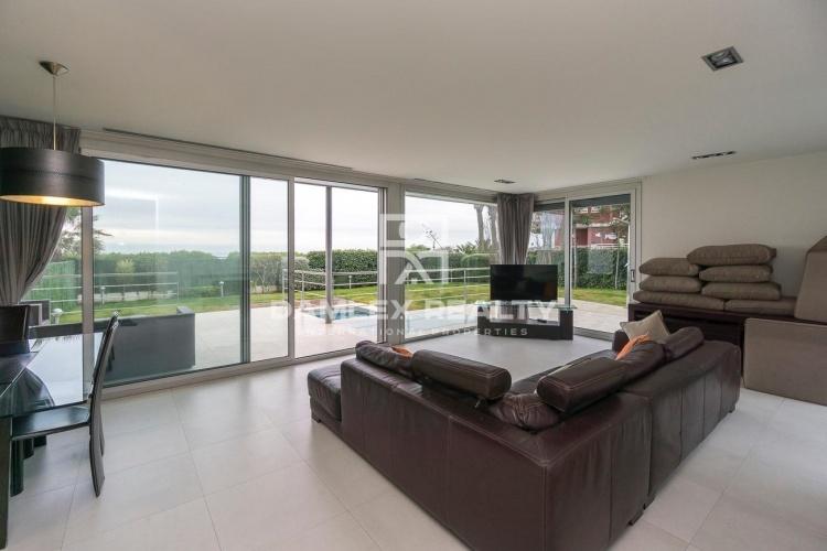 Maison / Villa avec 6 chambres, terrain 1200m2, a vendre á Gava, Côte sud de Barcelone