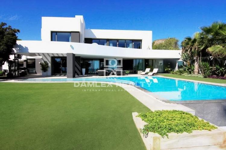 Maison / Villa avec 5 chambres, terrain 1579m2, a vendre á Marbella Est, Costa del Sol