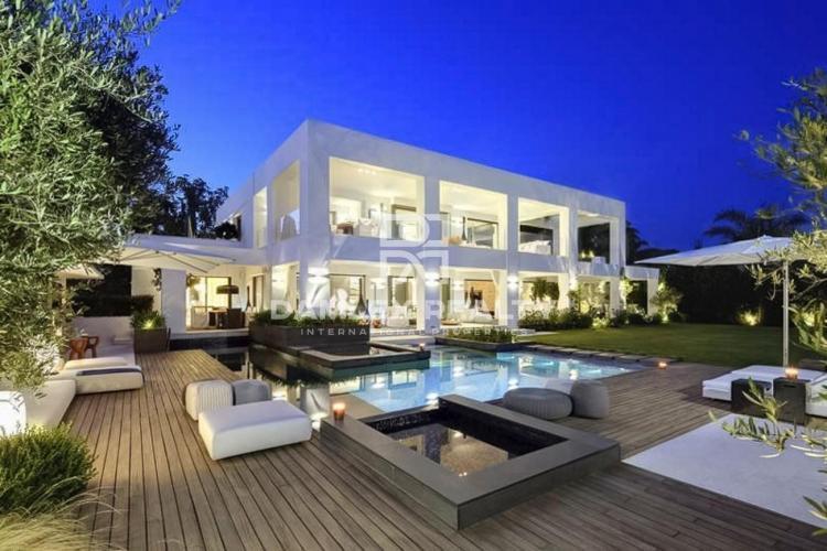 Maison / Villa avec 5 chambres, terrain 1860m2, a vendre á Marbella Ouest, Costa del Sol