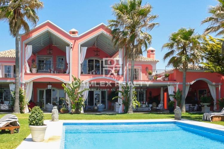 Maison / Villa avec 7 chambres, terrain 3000m2, a vendre á Marbella Ouest, Costa del Sol