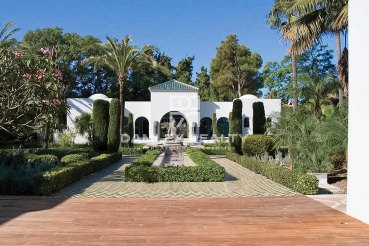 Maison / Villa avec 5 chambres, terrain 3970m2, a vendre á Marbella Ouest, Costa del Sol