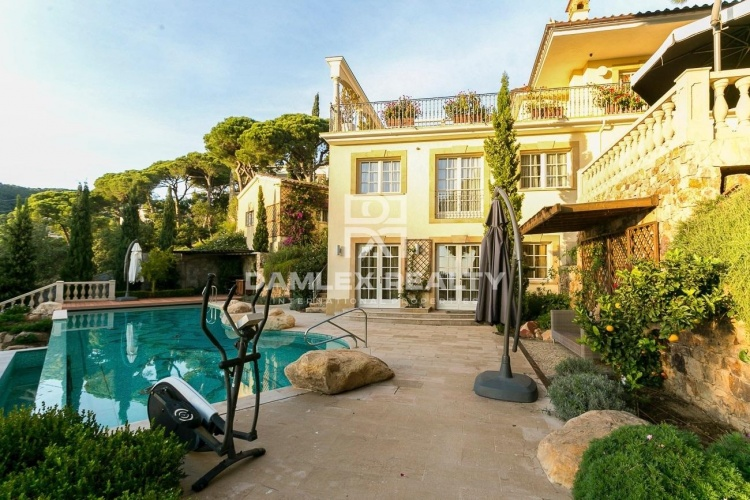 Maison / Villa avec 5 chambres, terrain 1887m2, a vendre á Tossa de Mar, Costa Brava