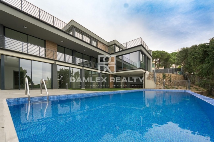 Maison / Villa avec 7 chambres, terrain 1300m2, a vendre á Lloret de Mar, Costa Brava