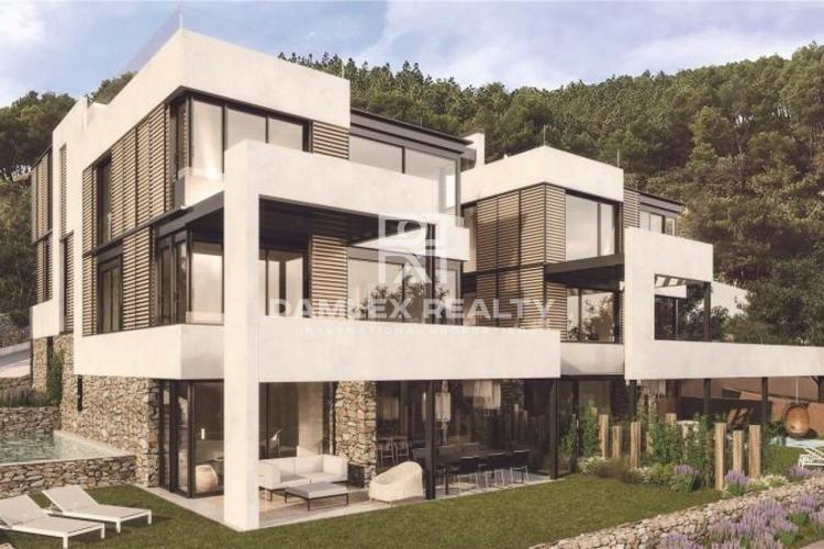 Maison / Villa avec 5 chambres, terrain 350m2, a vendre á Villa à Barcelone, Barcelone