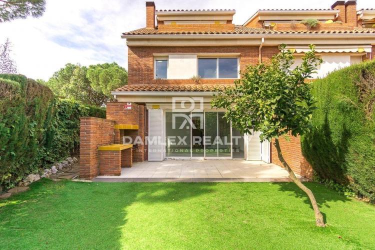 Maison / Villa avec 4 chambres, terrain 228m2, a vendre á Gava, Côte sud de Barcelone