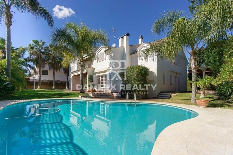 Maison / Villa avec 4 chambres, terrain 1038m2, a vendre á Alella, Côte Nord de Barcelone