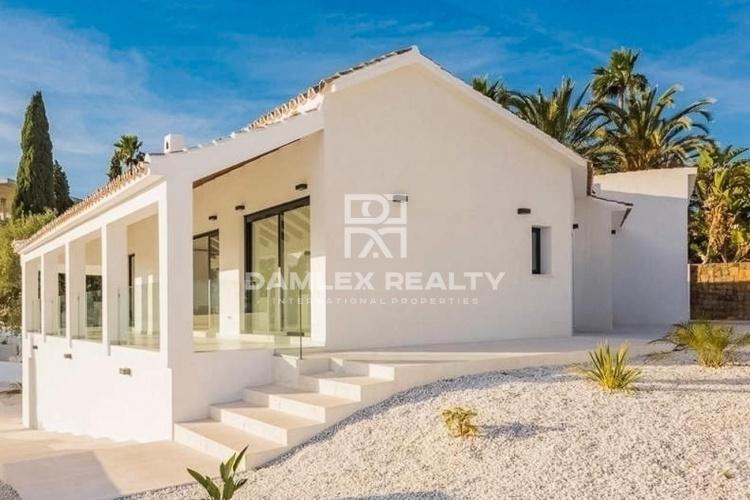 Maison / Villa avec 4 chambres, terrain 1029m2, a vendre á Marbella Est, Costa del Sol