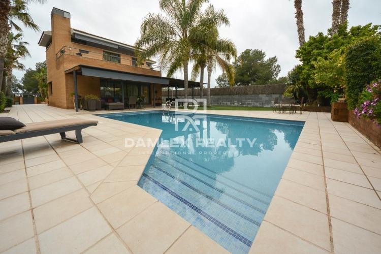 Maison / Villa avec 4 chambres, terrain 818m2, a vendre á Sitges, Côte sud de Barcelone