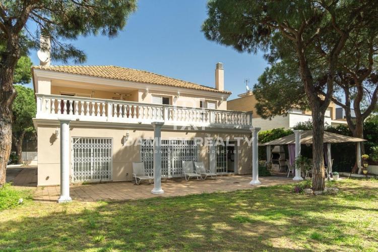 Maison / Villa avec 5 chambres, terrain 822m2, a vendre á Gava, Côte sud de Barcelone