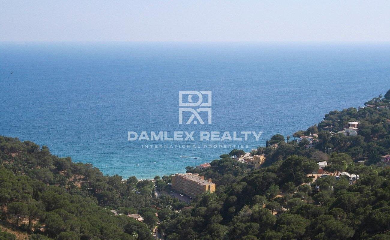 Terrain avec vue panoramique sur la mer et la baie de Cala Canyelles