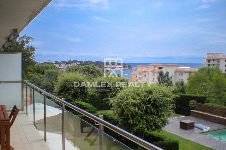 Appartement vue sur la mer à 150 m de la Plage San Pol