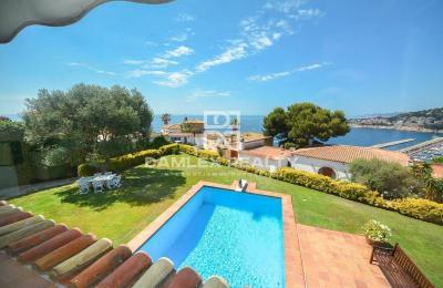Villa avec vue imprenable sur la mer à quelques minutes à pied de la plage
