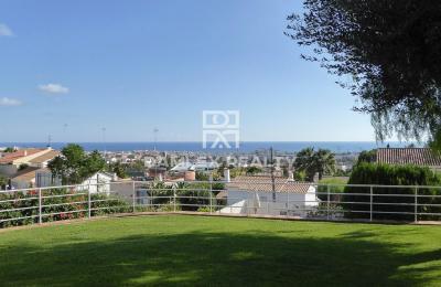 Villa avec vue sur la mer près de l