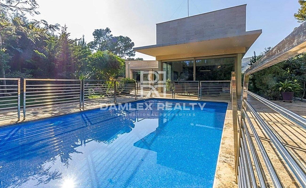 Villa à Castelldefels