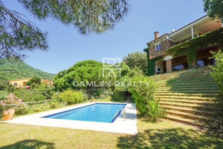 Maison / Villa avec 5 chambres, terrain 2000m2, a vendre á Cabrils / Cabrera de Mar / Mataró, Côte Nord de Barcelone