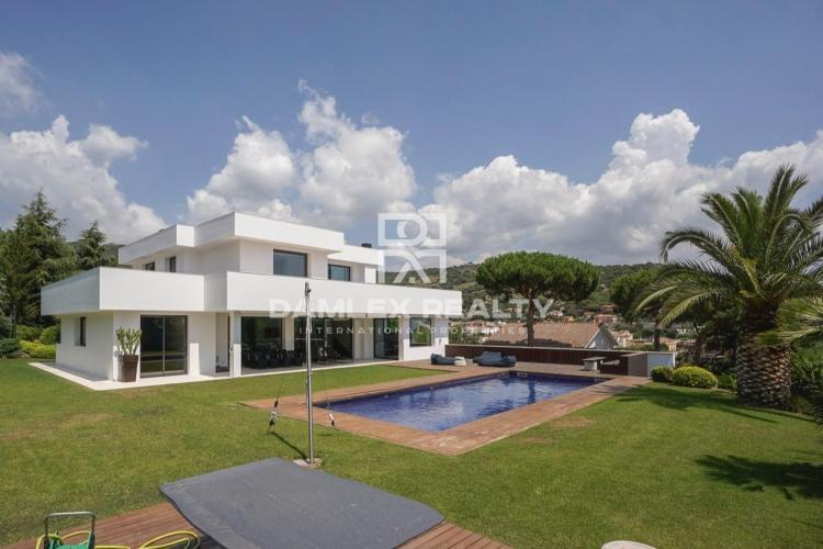 Maison / Villa avec 6 chambres, terrain 2000m2, a vendre á Cabrera de Mar, Côte Nord de Barcelone