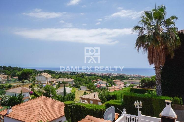 Maison / Villa avec 5 chambres, terrain 808m2, a vendre á Premia de Dalt, Côte Nord de Barcelone