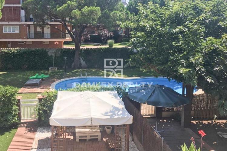 Maison / Villa avec 4 chambres, terrain 300m2, a vendre á Gava, Côte sud de Barcelone