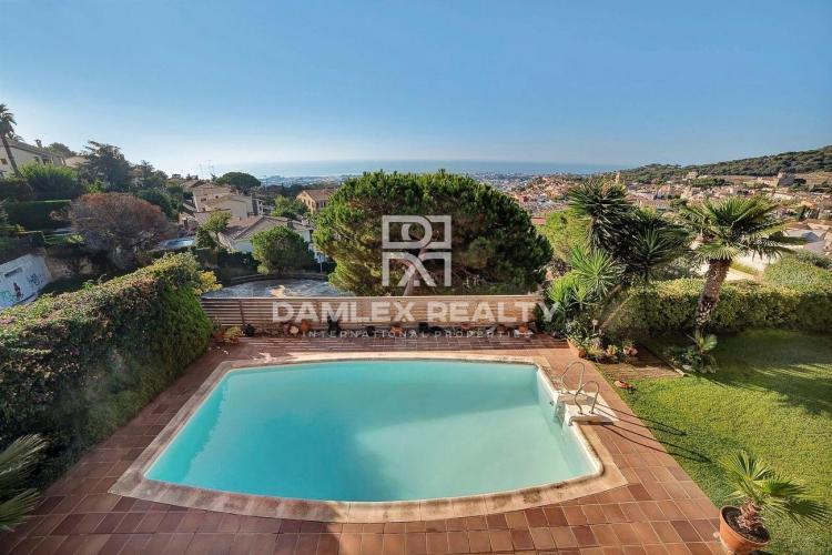 Maison / Villa avec 7 chambres, terrain 850m2, a vendre á Vilassar de Dalt, Côte Nord de Barcelone