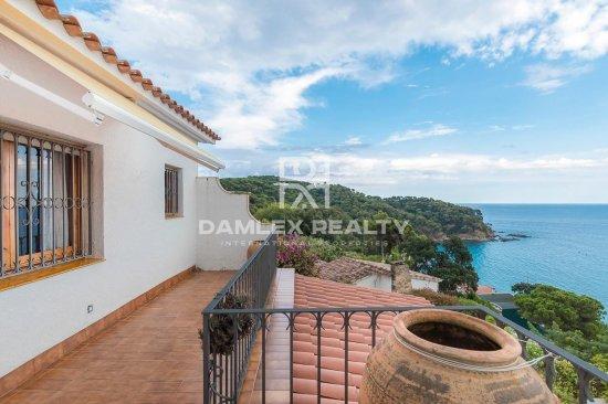 Villa dans l`urbanisation prestigieuse de Cala Canyelles à Lloret de Mar