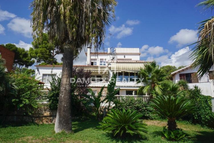 Maison / Villa avec 3 chambres, terrain 1000m2, a vendre á Castelldefels , Côte sud de Barcelone