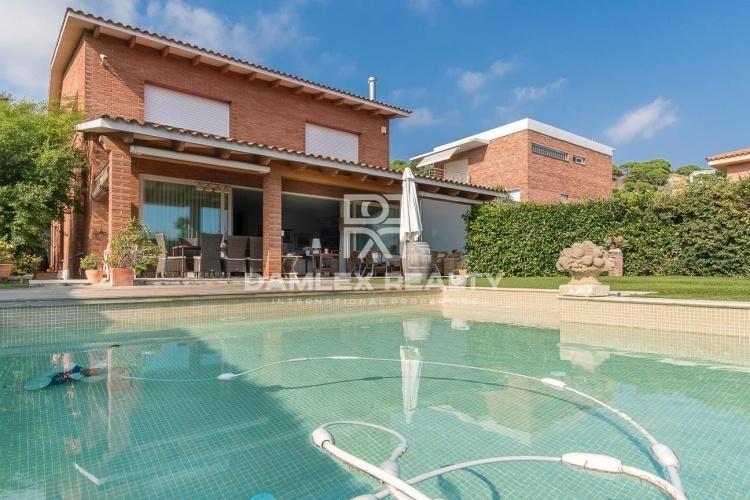 Maison / Villa avec 5 chambres, terrain 1000m2, a vendre á Alella / El Masnou / Teia, Côte Nord de Barcelone