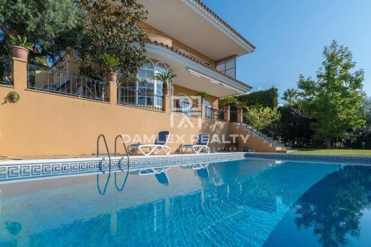 Maison / Villa avec 4 chambres, terrain 900m2, a vendre á Alella / El Masnou / Teia, Côte Nord de Barcelone