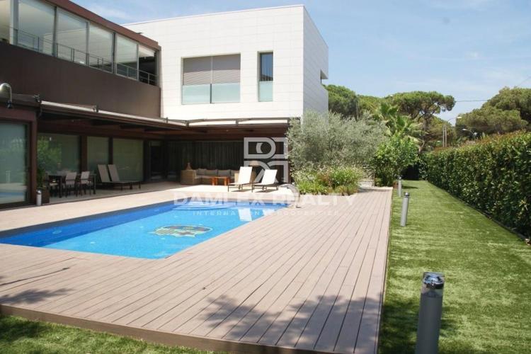 Maison / Villa avec 5 chambres, terrain 1066m2, a vendre á Castelldefels , Côte sud de Barcelone
