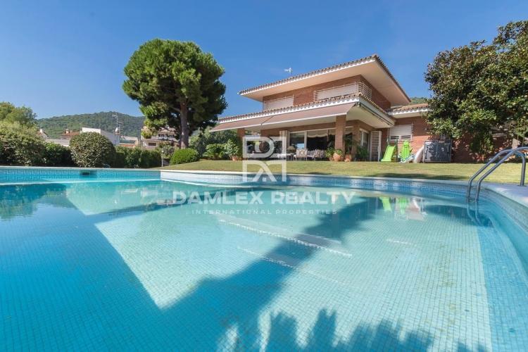 Maison / Villa avec 5 chambres, terrain 1706m2, a vendre á Premia de Dalt, Côte Nord de Barcelone
