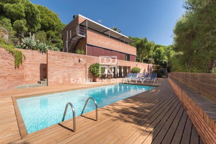 Maison / Villa avec 5 chambres, terrain 1033m2, a vendre á Premia de Dalt, Côte Nord de Barcelone