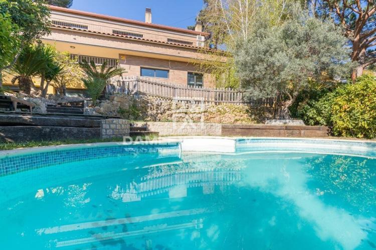 Villa avec vue sur la mer dans la banlieue de Barcelone