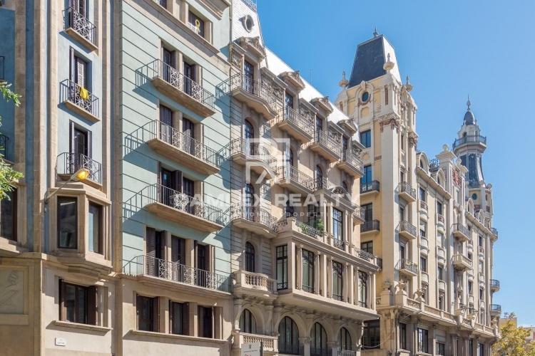 Penthouse avec vue sur Barcelone et la mer, dans un bâtiment historique entièrement restauré