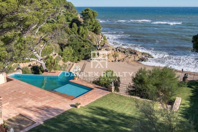 Deux villas en front de mer, dans le lieu pittoresque de la Costa Brava