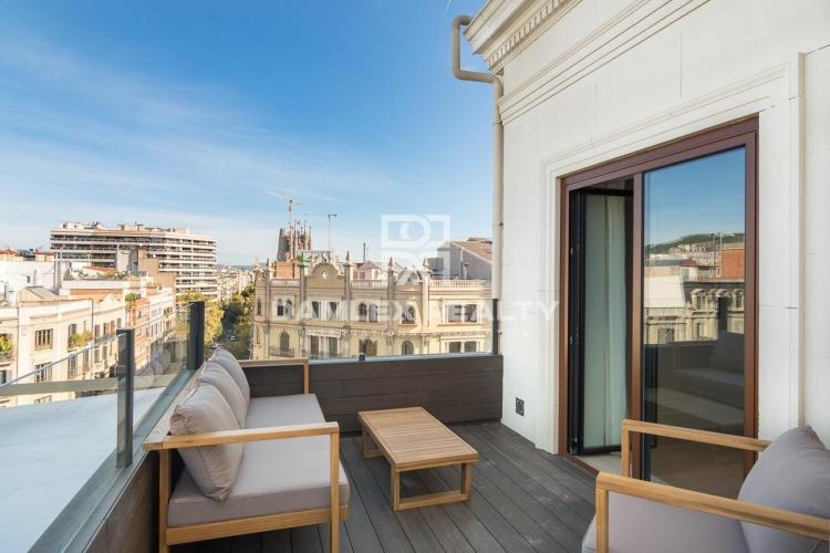 Magnifique penthouse avec réforme du design dans le centre de Barcelone.