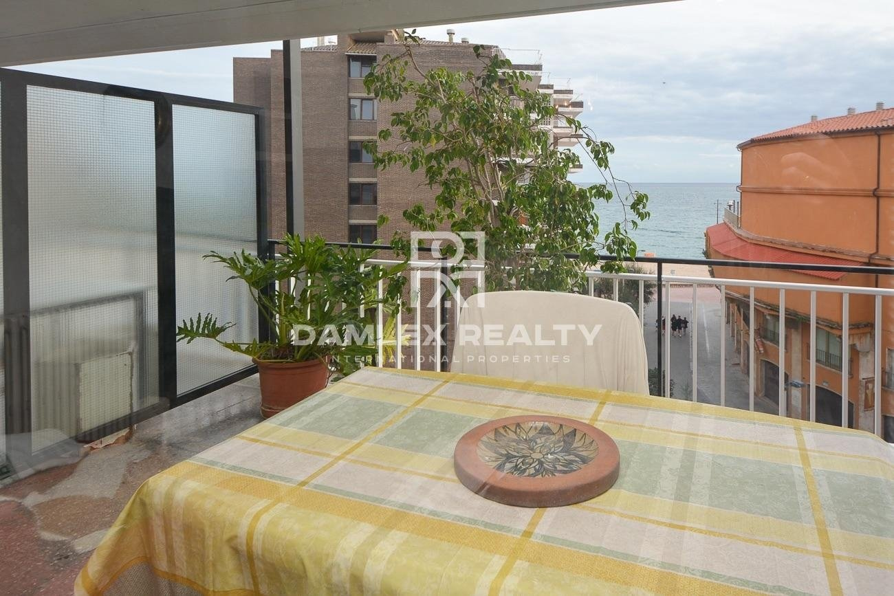 Appartement face à la mer à Fenals