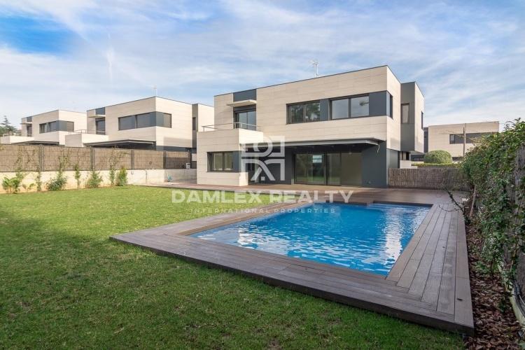 Maison / Villa avec 5 chambres, terrain 700m2, a vendre á Sant Andreu de Llavaneres, Côte Nord de Barcelone