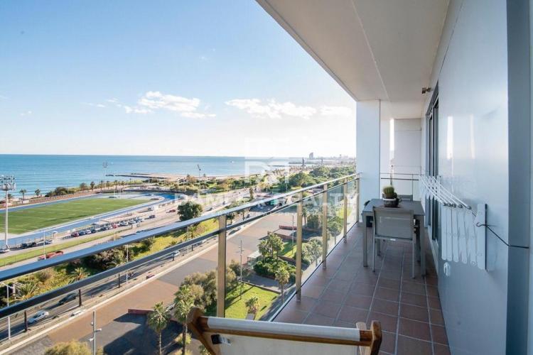 Duplex sur le front de mer à Barcelone avec une vue fantastique.