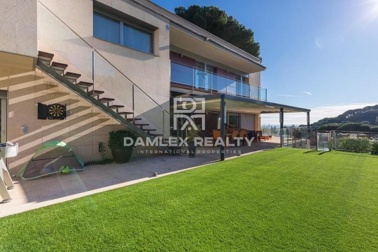 Villa moderne située dans la ville d
