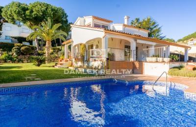 Belle villa avec licence touristique dans une urbanisation de haut standing