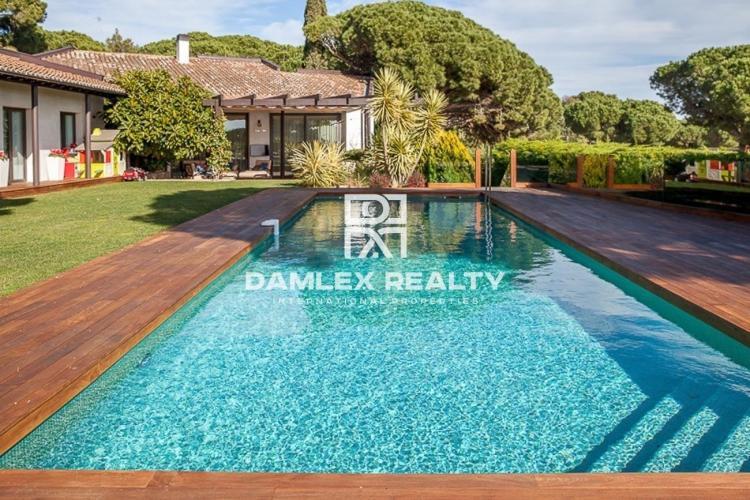 Villa de luxe moderne dans un village prestigieux avec vue sur la mer
