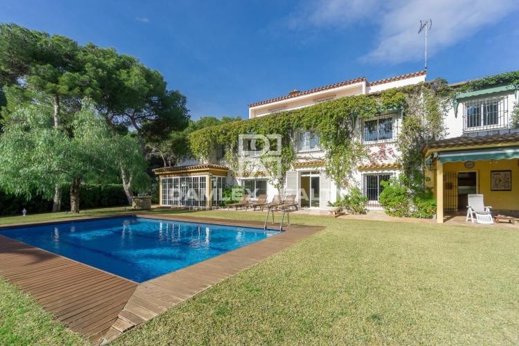 Maison / Villa avec 9 chambres, terrain 1266m2, a vendre á Sitges, Côte sud de Barcelone