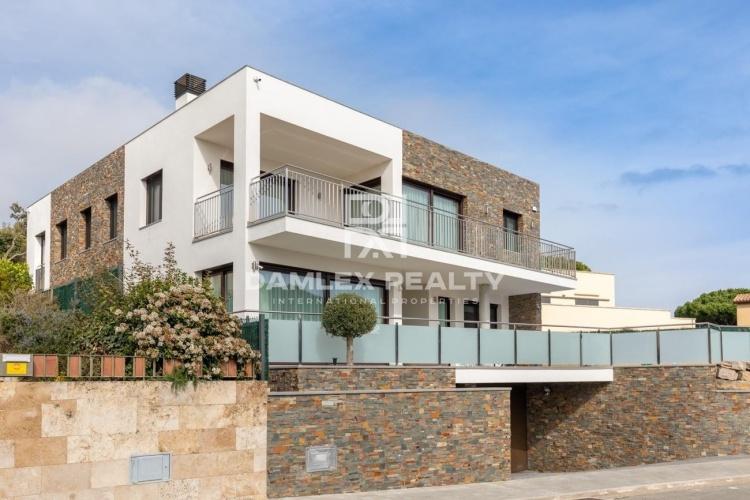 Villa neuve dans une urbanisation prestigieuse avec vue panoramique sur la mer
