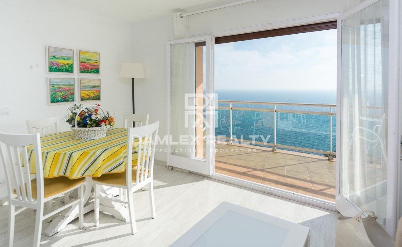 Appartement vue mer frontale et licence touristique