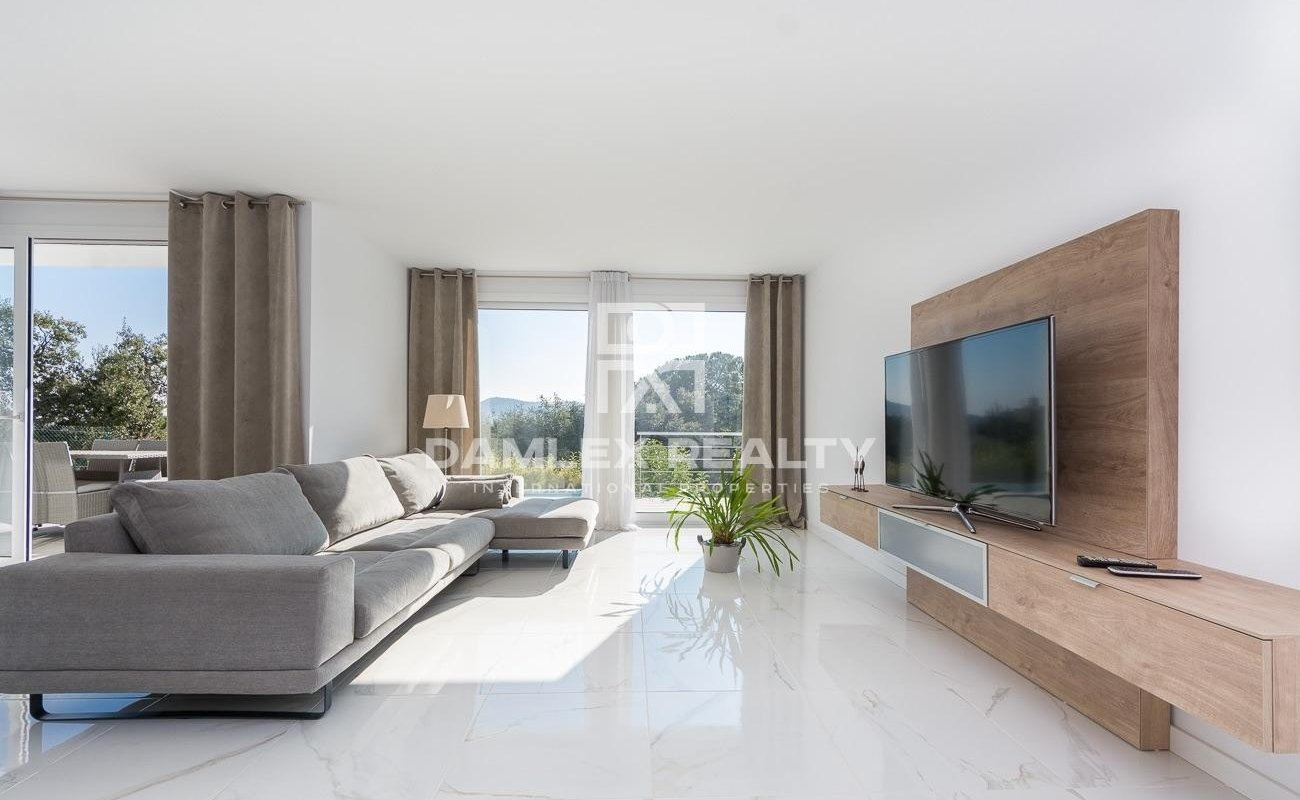 Villa au design épuré avec une belle vue, de la tranquillité et une licence touristique