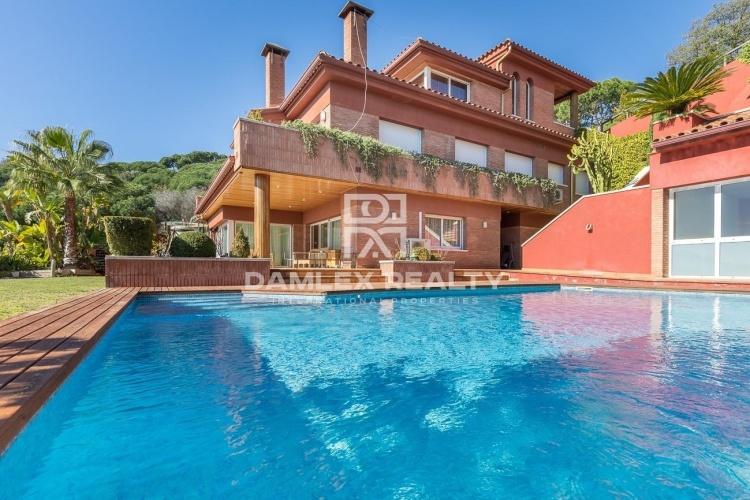 Maison / Villa avec 7 chambres, terrain 1703m2, a vendre á Teia, Côte Nord de Barcelone